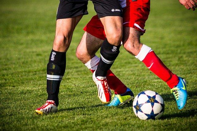 joueurs avec ballon de foot